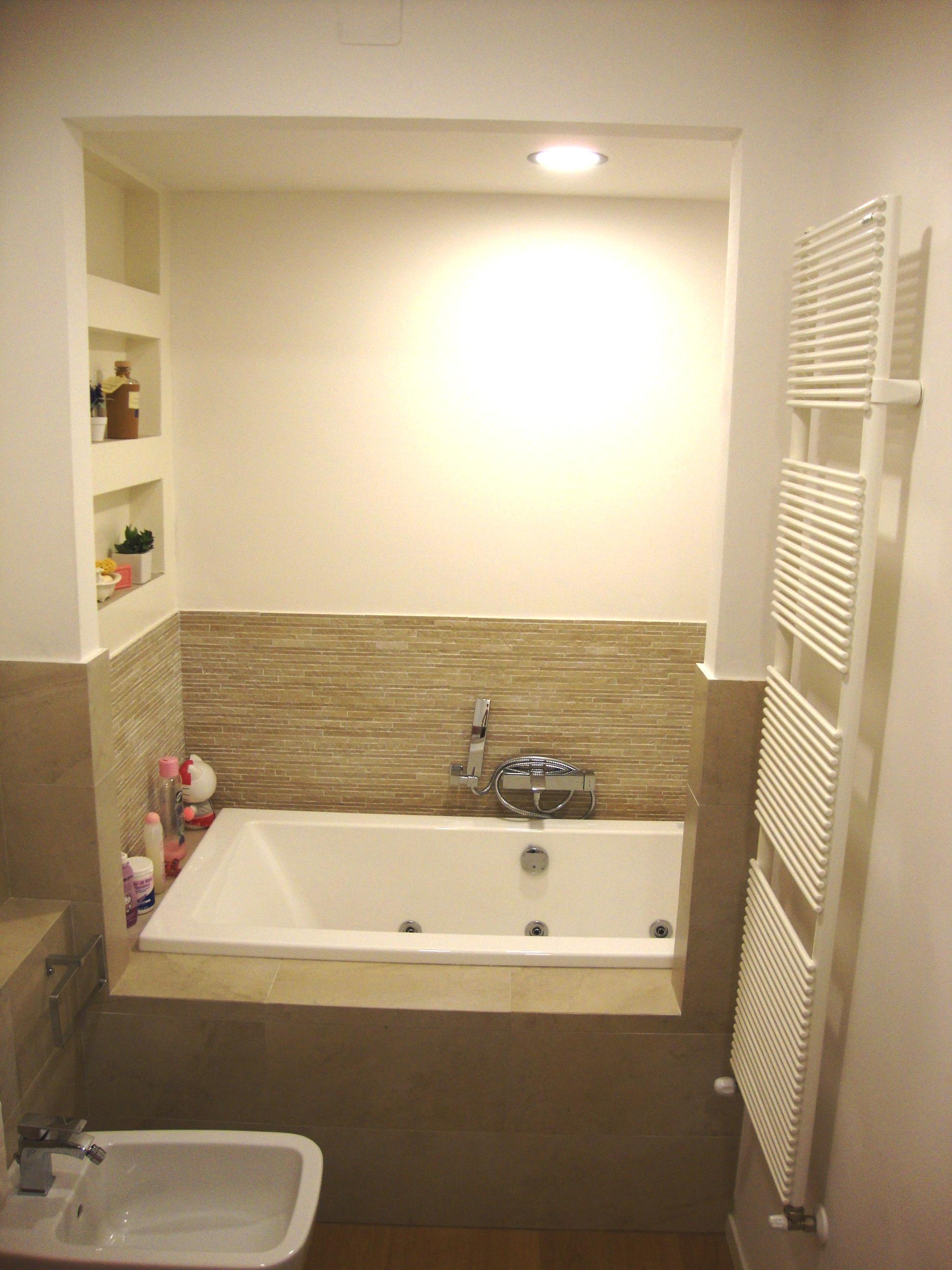 Bagni moderni con vasca design casa creativa e mobili - Bagni piccoli con doccia ...